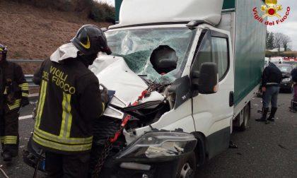 Incidente all'uscita di Solbiate intervengono i pompieri