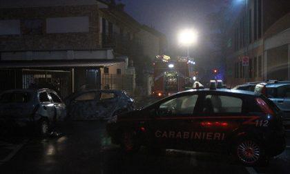 Incendio doloso a Gaggiano: bruciano due automobili