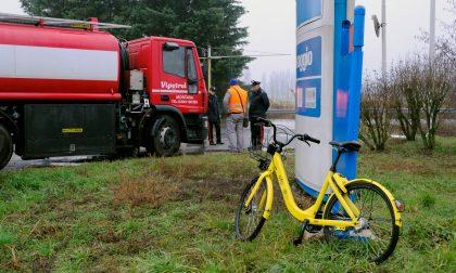 Ciclista travolto da camion a Gaggiano: 47enne in gravi condizioni
