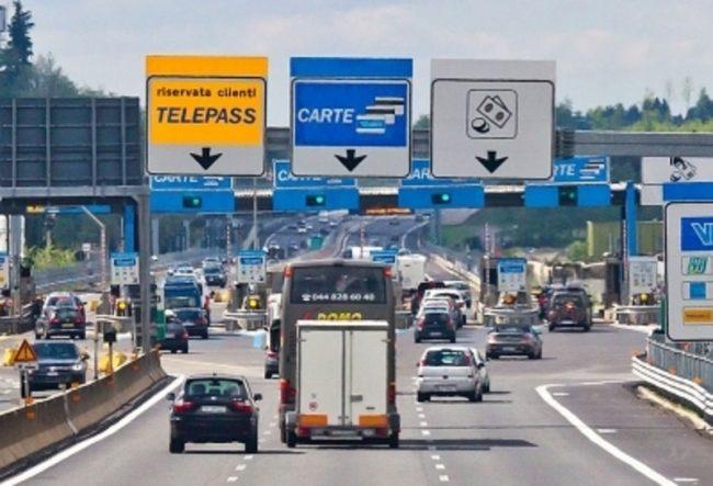 Autostrade, dal 2018 via ai rincari