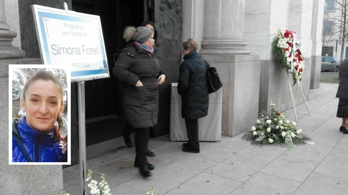 Omicidio Parabiago il funerale della giovane mamma Simona Forelli