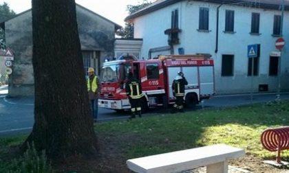 Sospetta fuga di gas in piazza, arrivano i pompieri