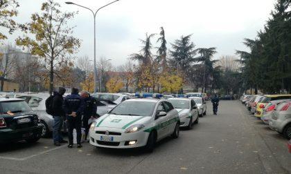 Nomade arrestato nel posteggio del cimitero: trovate anche due bici dell'Atm