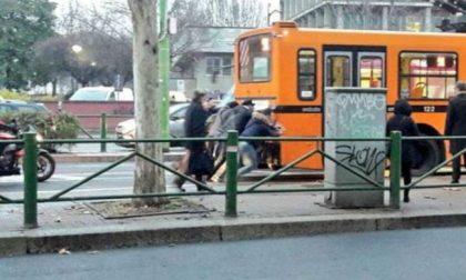 Autobus spinti dai passeggeri, e il biglietto aumenta