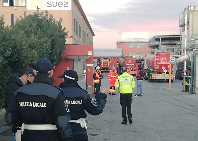 Incendio in ditta a Baranzate: fuoco a due passi dall&#8217&#x3B;Albero della Vita. VIDEO