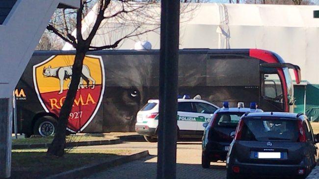 Inter Roma: il pullman della Roma a Sedriano