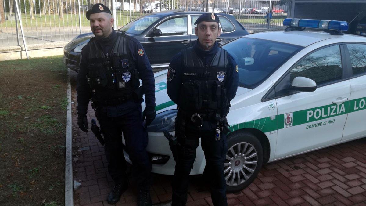 Auto impazzita in centro a Rho ha rischiato di investire i passanti