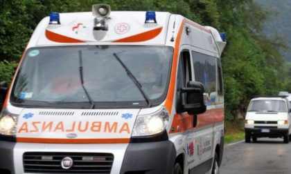 Incidente per un ciclista, arriva l'ambulanza