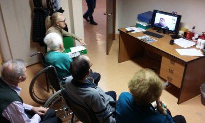 Dal Canada lezione via skype agli anziani: il commovente saluto alla mamma
