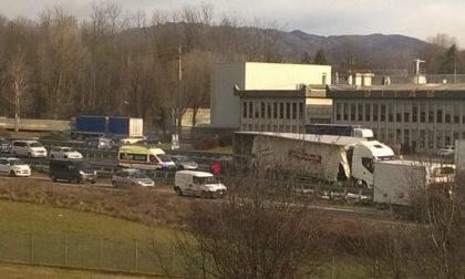 Camion perde il carico in 36 traffico rallentato