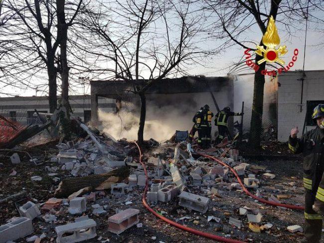 Milano, esplosione di bombola gpl in kartodromo a Rozzano