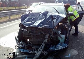 Scontro in via Magenta, auto distrutte