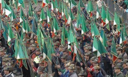 Gli Alpini salutano il generale di Corpo d'Armata Federico Bonato che cede il comando