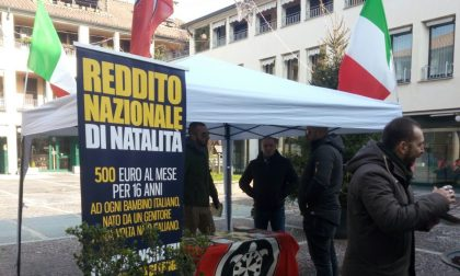 CasaPound in piazza a Novate