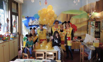 500 palloncini oro lanciati dai bambini delle pediatrie di Varese, Cittiglio, Tradate, Busto Arsizio e Saronno