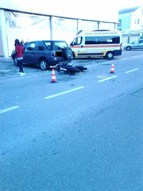 Rho, incidente auto moto