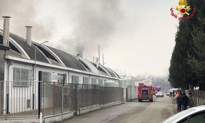Incendio brucia ditta di tessuti FOTO