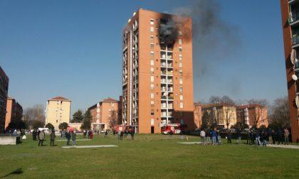 Incendio in un palazzo: gravissimo un ragazzino - LE FOTO