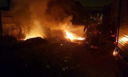 Incendiati rifiuti a Baranzate