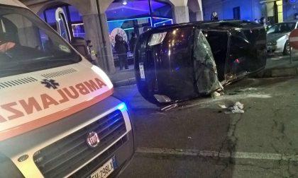 Grave incidente a Castellanza: auto si ribalta FOTO