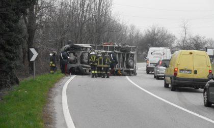Incidente sulla Sp19 a Gorla Minore: furgone si rovescia