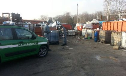 Sequestrati impianti abusivi e tonnellate di rifiuti a rischio incendio