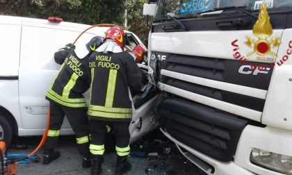 Inseguiti dalla Polizia malviventi provocano incidente a Lomazzo: un arrestato