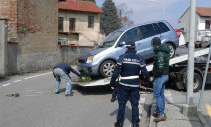Morto l'automobilista finito contro la recinzione a Castano