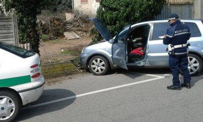 Auto contro la recinzione, il conducente è gravissimo LE FOTO