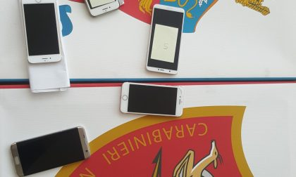 Denunciati due 17enne per il furto di 8 cellulari