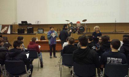 Stop alla violenza sulle donne: 500 alunni a lezione