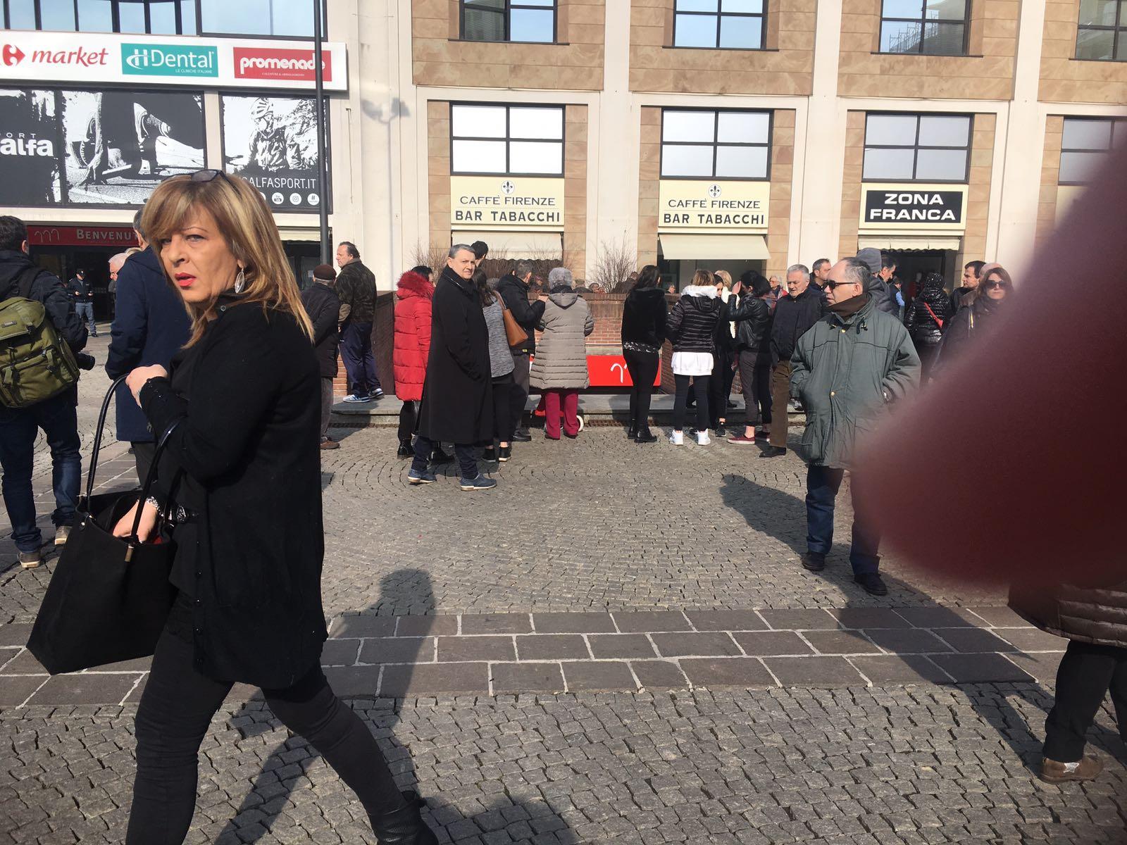 Allarme bomba alla Prada di Piancastagnaio, Padoan annulla la visita
