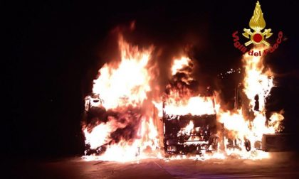 Tre camion in fiamme a Pregnana Milanese FOTO