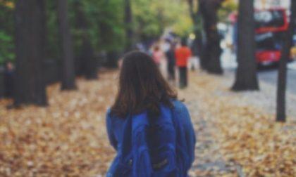 A nove anni evade da scuola e torna a casa da sola: incredibile nel Milanese