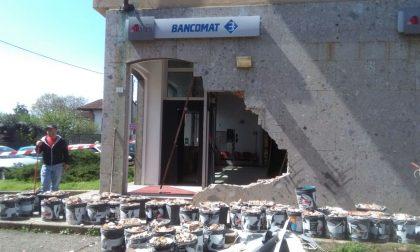 Besate rubano trattore e sfondano il muro della banca