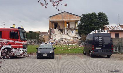 Esplosione di Rescaldina, palazzina inagibile e presidio di soccorritori