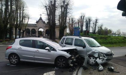 Corbetta: scontro tra due auto davanti al cimitero