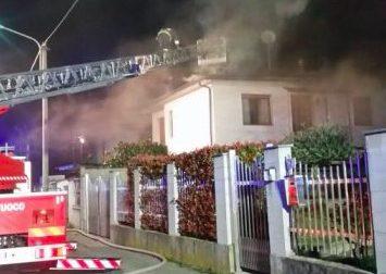 Casa a fuoco a Boffalora
