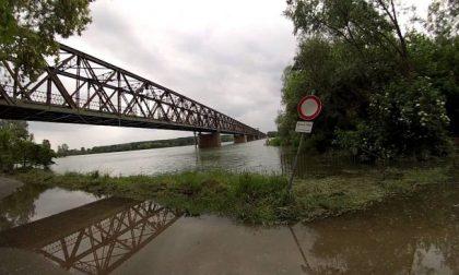 Pioggia incessante: i livelli dei fiumi crescono in tutta la Bassa lombarda