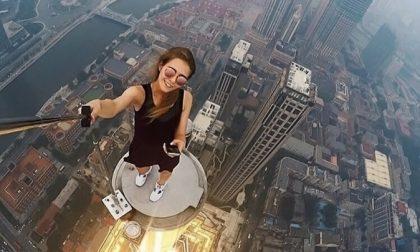 Selfie sui tetti: fermati appena in tempo nove adolescenti a Torino