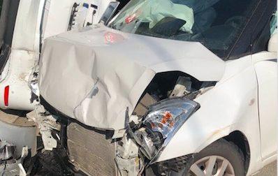 Auto si ribalta dopo lo scontro con un'altra vettura FOTO