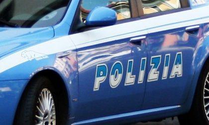 Calci e pugni ai poliziotti: arrestato per  furto aggravato e resistenza