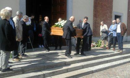 Chiesa gremita per il funerale della mamma di Beppe Saronni