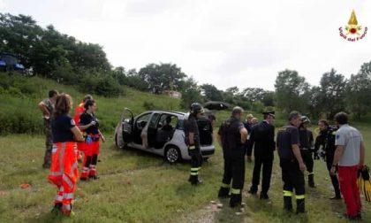 Auto nel laghetto recuperata dai sommozzatori VIDEO