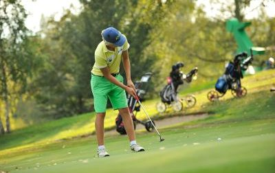 Colpito da un fulmine mentre gioca a Golf