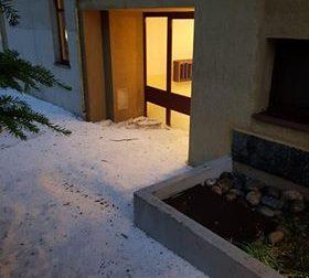 Condominio bloccato dal ghiaccio - LE FOTO