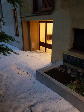 Parabiago, condominio bloccato dal ghiaccio