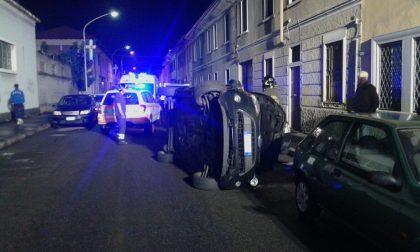 Auto ribaltata in via Micca, una donna in ospedale