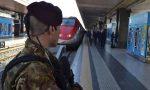 """Sfonda un vetro sul treno, De Corato: """"Basta, vogliamo i militari a bordo!"""""""