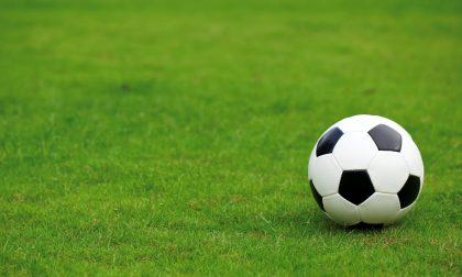 Insulti razzisti a un giovane calciatore, l'allenatore ritira la squadra